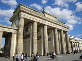 Sightseeing am Brandenburger Tor in Berlin